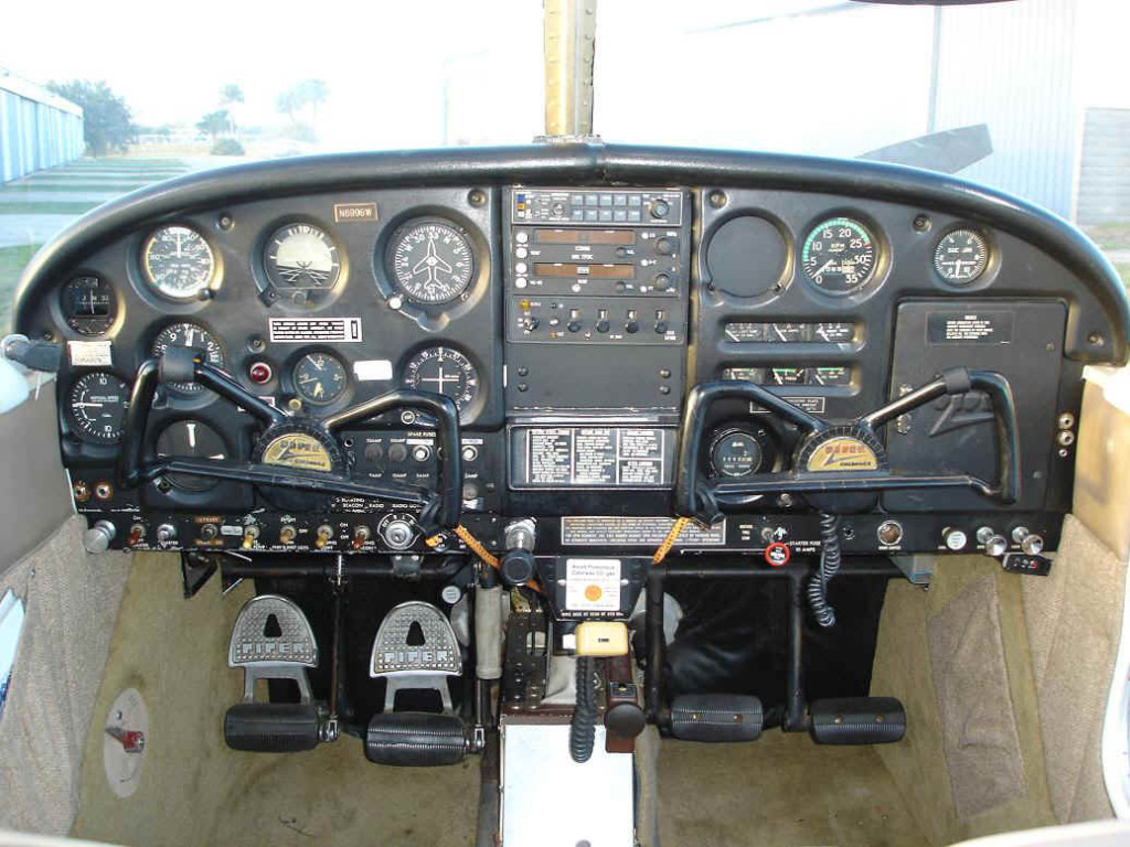 1965_Piper_Cherokee_140_(N6996W)_Instrument_Panel